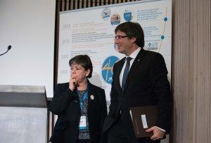 Carles Puigdemont, president de la Generalitat, i Helena ris, directora general de La Unió
